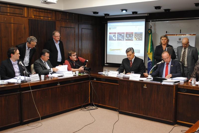 Reunião da Comissão Especial de Revisão e Atualização da Legislação de Segurança, Prevenção e Proteção contra Incêndio no RS, na Assembleia Legislativa