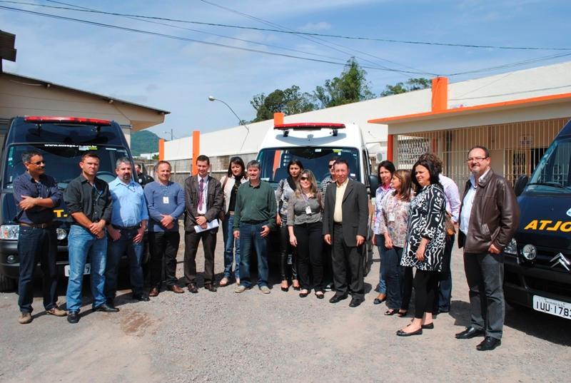 Autoridades e agentes da SUSEPE acompanharam entrega de viaturas