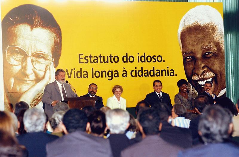1º de outubro de 2003, presidente Lula sanciona o Estatuto do Idoso
