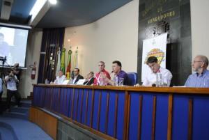 Valdeci coordenou a audiência pública na Câmara de Vereadores de Santa Maria