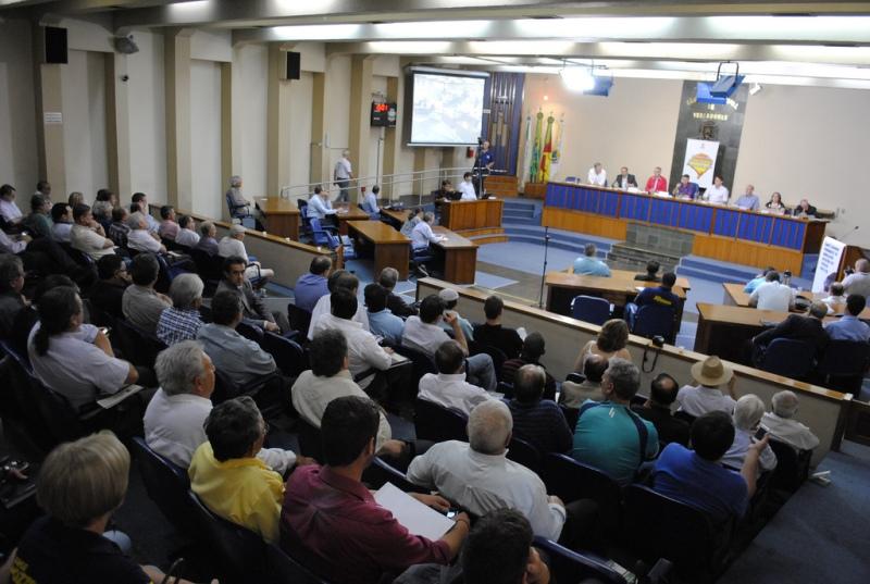 Plenário da Câmara de Vereadores de Santa Maria lotado para a audiência
