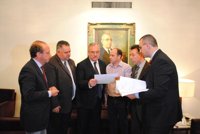 Da esquerda para a direita: Adão Villaverde, Admar Pozzobm, Pedro Westphalen, Luciano Guerra, Valdeci Oliveira e Jorge Pozzobom