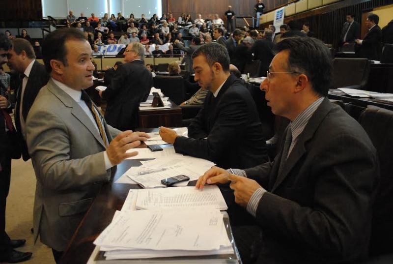 Deputados Valdeci (PT) e João Fischer (PP) no Plenário 20 de Setembro