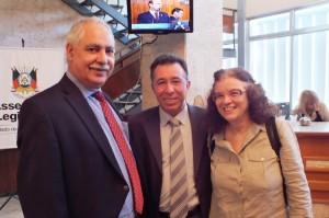 Deputados Ciro Simoni e Valdeci Oliveira com a nova secretária da Saúde, Sandra Fagundes