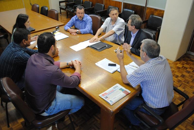 Chefe de Gabinete, Genil Pavan acompanhando comitiva de São Martinho da Serra no DAER