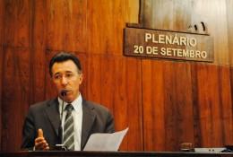 Valdeci vota contra flexibilização da Lei Kiss e criação de aposentadoria especial para deputados