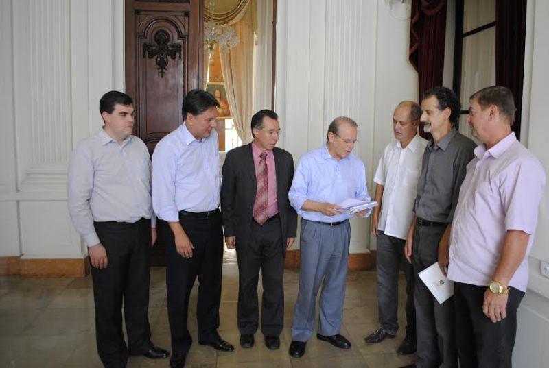 Comitiva de Formigueiro entregou projetos de infraestrutura
