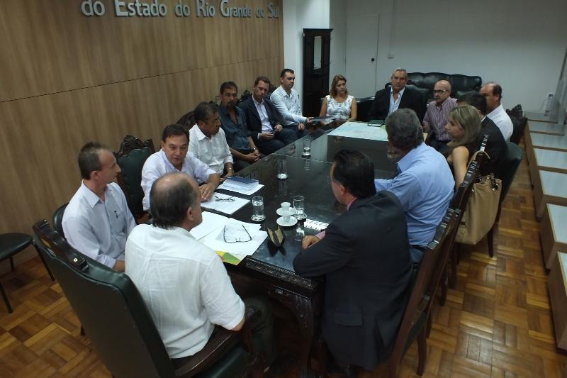 Comitiva de Rosário do Sul na Secretaria de Segurança Pública