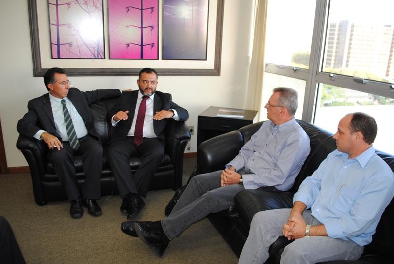 Reunião na Seinfra: mobilização por obras avança