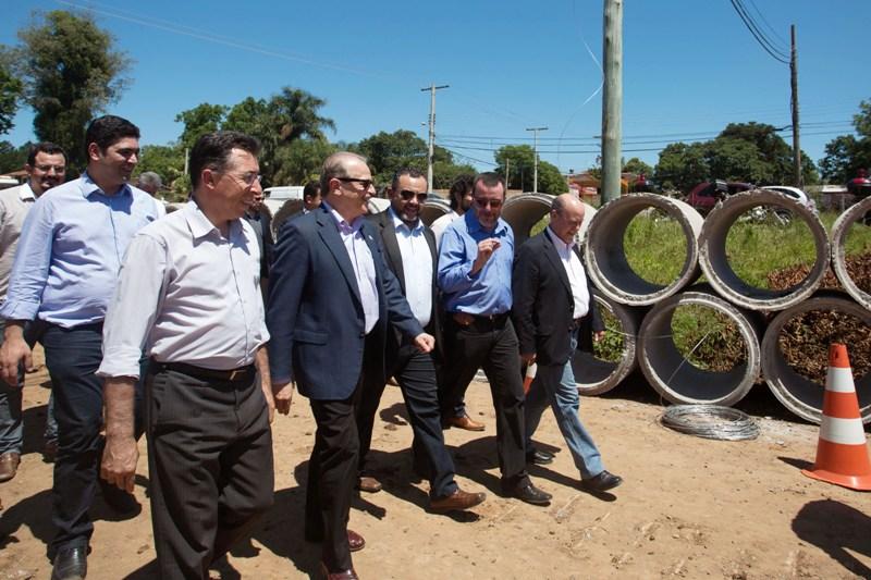Governador Tarso Genro vistoriou obra da ERS-509 em dezembro. Valdeci acompanhou