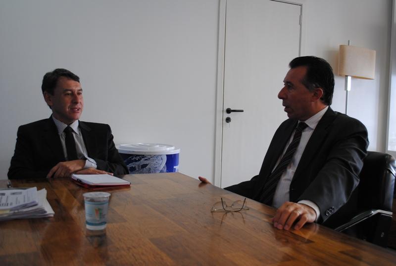 Valdeci e o presidente da Corsan, Arnaldo Dutra