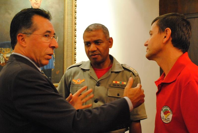 Valdeci com comandante do Corpo de Bombeiros de Santa Maria, Luis Maya