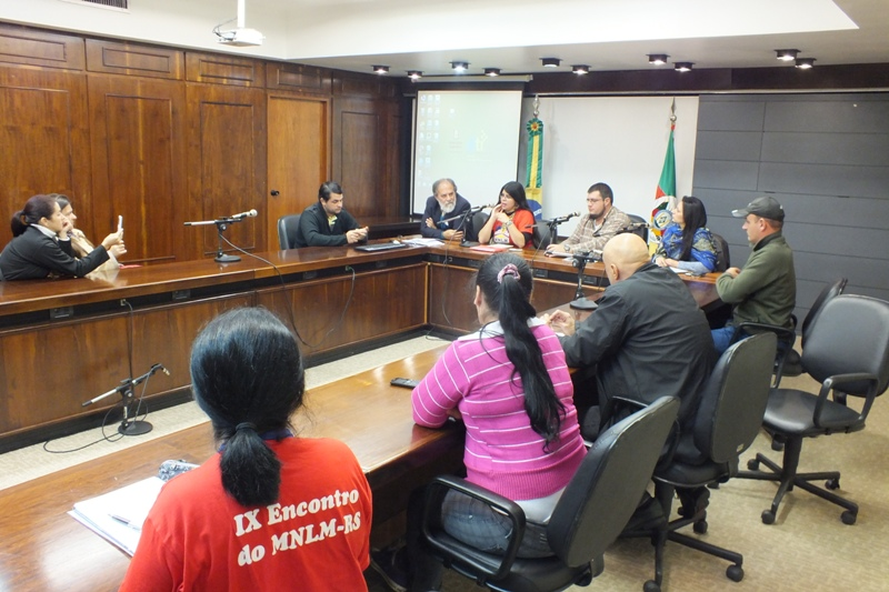 Comissão de moradores da ocupação e representantes de instituições reuniram-se na CCDH