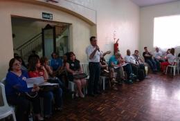 Valdeci na plenária dos professores: apoio a Dilma e Tarso