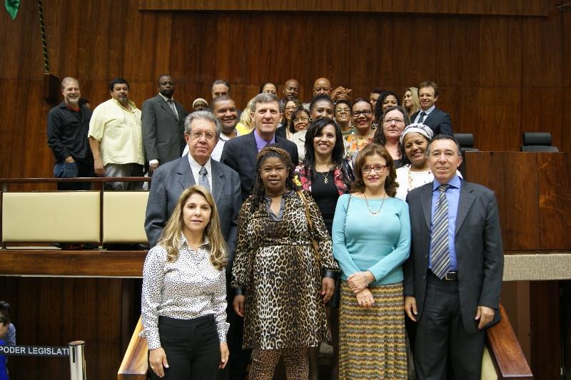 Encerramento do Grande Expediente reuniu lideranças do movimento negro e da luta contra discriminação e deputados