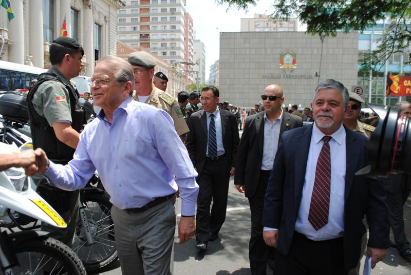 Valdeci acompanhou entrega junto com governador Tarso