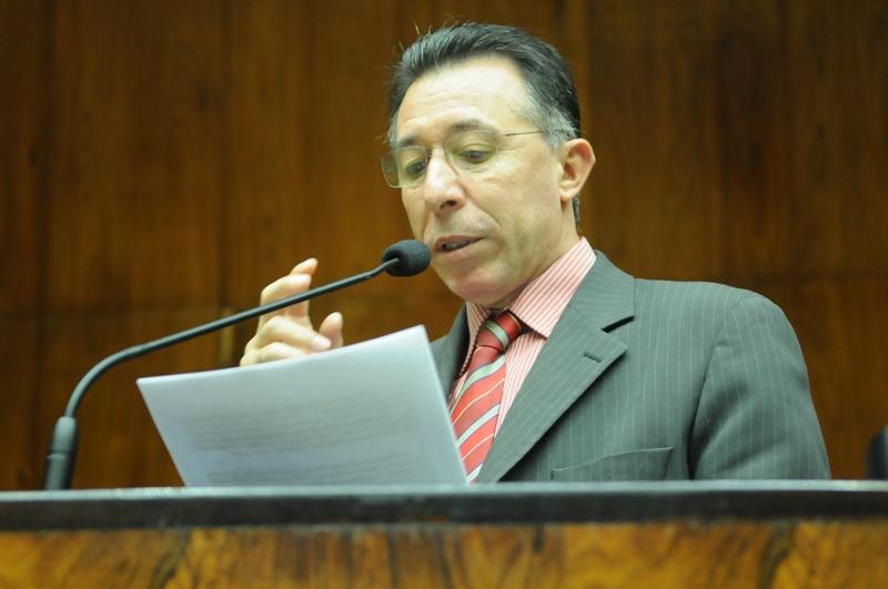 Valdeci foi à tribuna da Assembleia cobrar explicações do governo Sartori