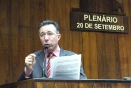 Valdeci defendeu na tribuna a manutenção do veto