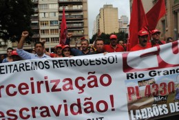 Passeata percorreu ruas centrais de Porto Alegre