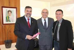 Ministro recebeu deputados santa-marienses no seu gabinete em Brasília