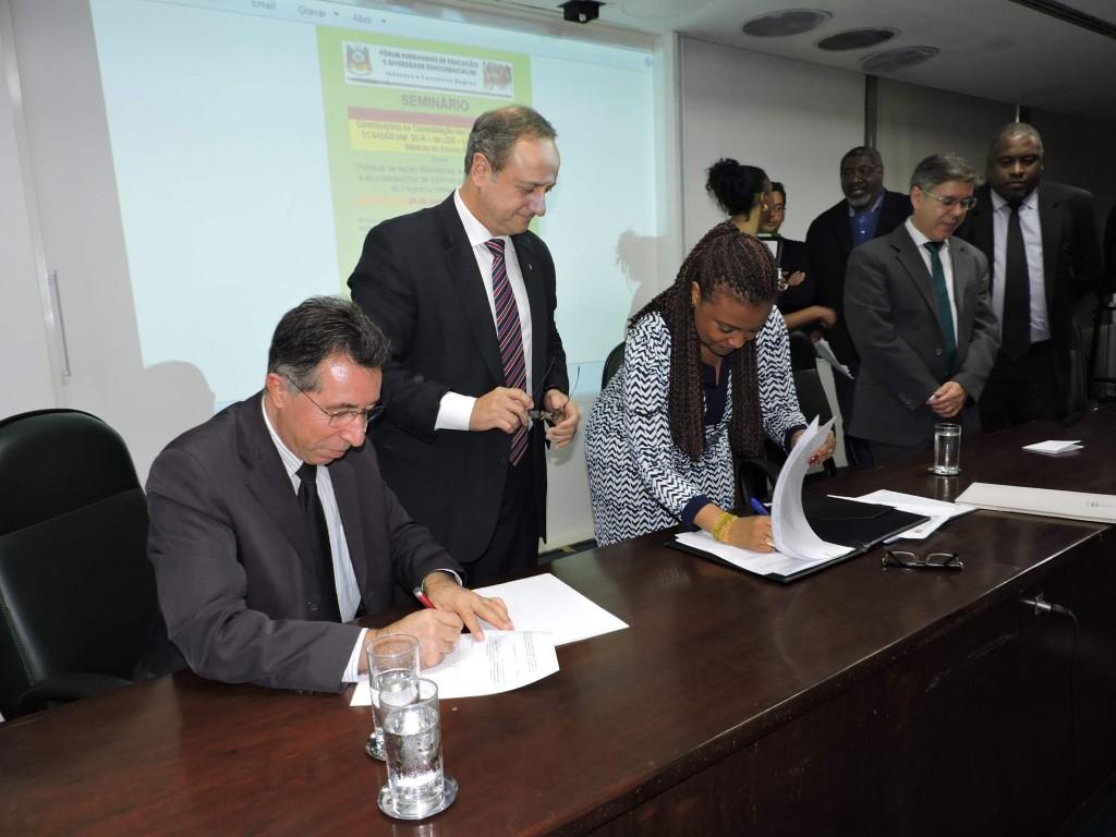Ministra assinou acordo de cooperação técnica na Assembleia Legislativa