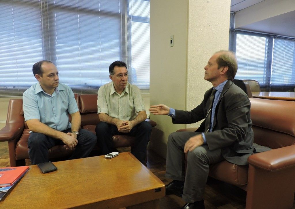Valdeci e Guerra com diretor geral do DAER em Porto Alegre