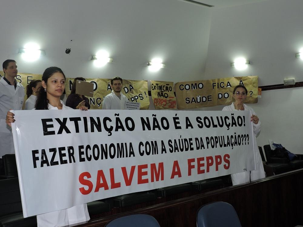Servidores da FEPPS foram à Assembleia protestar contra projeto de lei do governo Sartori