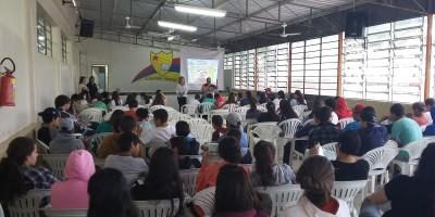 Comissão de Saúde da Assembleia nas escolas de Santiago