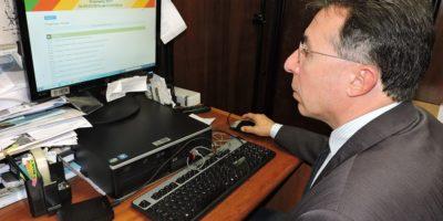 Valdeci votou, via internet, na Consulta Popular do governo do Estado