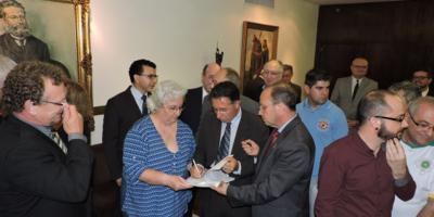 Valdeci assinou abaixo-assinado proposto pela OAB RS.