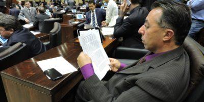 Valdeci no plenário da Assembleia, nessa terça.